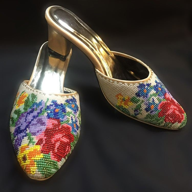 ÊÖ¹¤ÄïÈÇ°ü½ÅÐåÖéЬ Closed Toe Nyonya Beaded Shoes £¨Floral Motif) - White/Beige