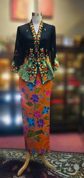 ��ɫ��ɴ�廨���Ǹ�Q�� Size S Nyonya Kebaya Embroidery(Peacock Motif) - Black Kebaya Series Nyonya Series Penang, Malaysia, George Town Supplier, Suppliers, Supply, Supplies | Jade Collection Trading