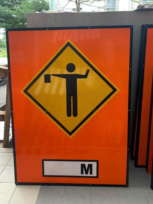 VSAFEMKT JKR TEMPORARY TRAFFIC ROAD SIGN ( FLAGMAN ) SIZE - 4FT X 3FT