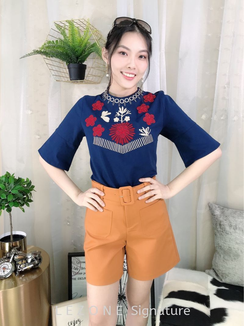 3637  Embroiderd Flare Sleeved Top