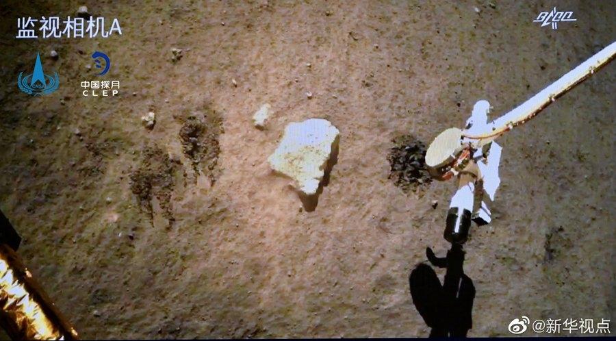 嫦娥五号探测器顺利完成月球表面自动采样