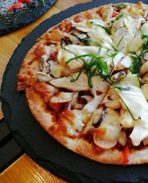 Mushroom & Zucchini Pizza Ê߲˱¡±ýƤÅûÈø Thin Crust Pizza Johor Bahru (JB), Malaysia, Kulai Cafe, Restaurant | Broovies Cafe