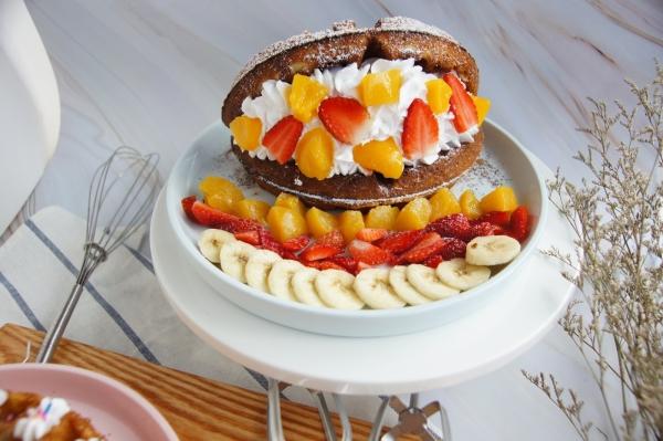 Fresh Cream Mix Fruit Waffle ойдлсмтс╧Шки╠Щ Dessert Johor Bahru (JB), Malaysia, Kulai Cafe, Restaurant | Broovies Cafe