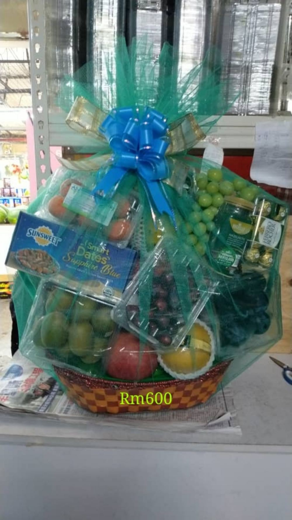 Fruit hamper Rm600(not including the snacks, customer bring it come)(only for delivery local)