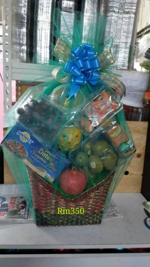 Fruit hamper Rm350(not including the snacks , customer bring it come)(only for delivery local)