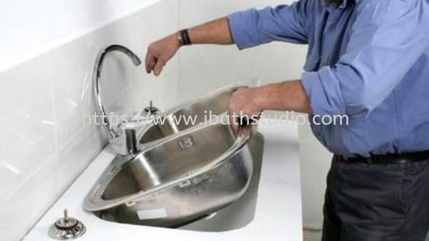 Installation for kitchen sink or water tap