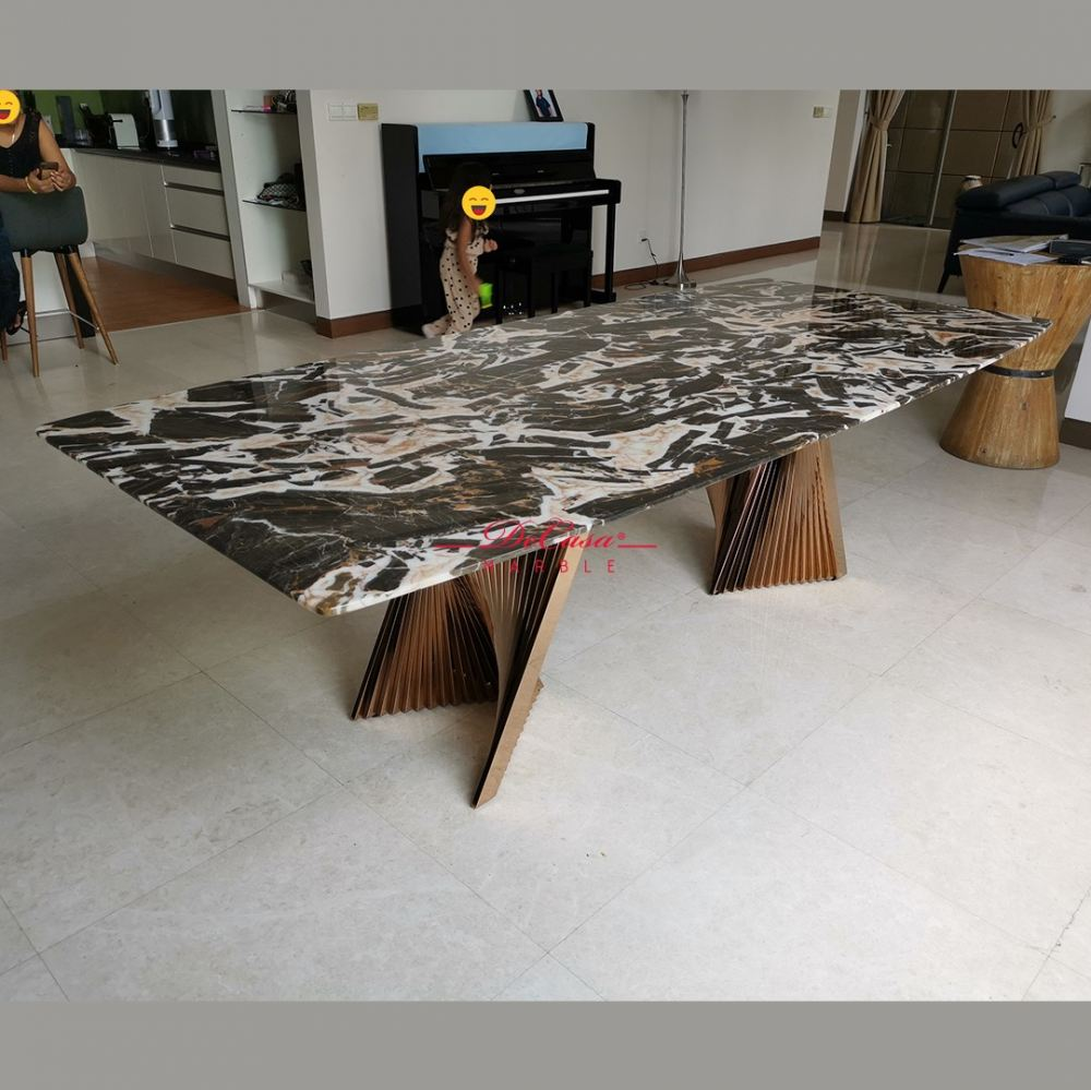 Majestic Dining Table   Tiger Eye   8 Seaters