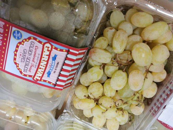 Golden seedless grape very sweet and fragrant special taste Rm33/pck