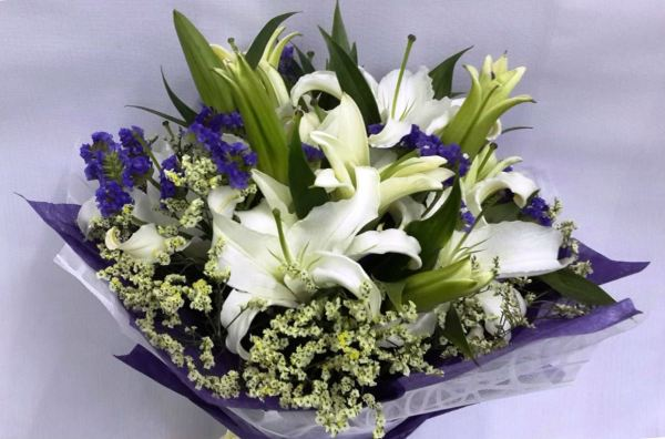 Lily Hand Bouquet (HB-287)
