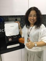 Client smile happily with her Fusion Top rental successfully installed @ Taman Universiti, Skudai.