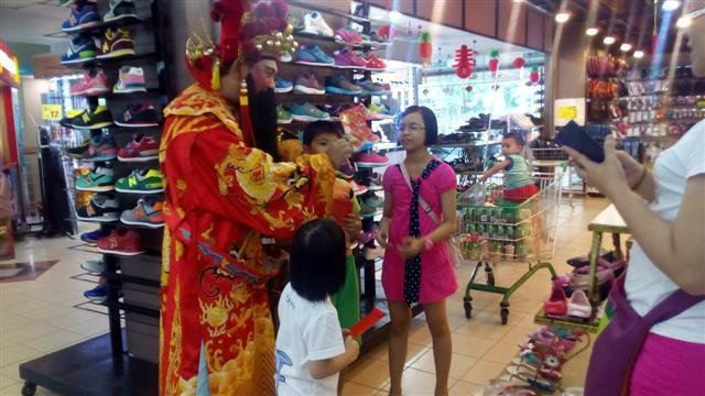 God of Fortune Walkabout & Free Angpao (21.01.2017)